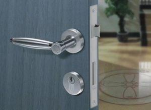 Дверная фурнитура в квартире и частном доме