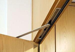 Невидимый помощник двери – скрытый дверной доводчик